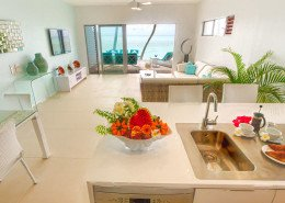 Crystal Blue Lagoon Luxury Villas, Cook Islands - Beachfront Villa Kitchen & Lounge