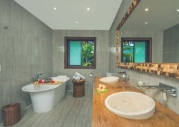 Nautilus Resort Luxury Villas Cook Islands - Villa Bathroom
