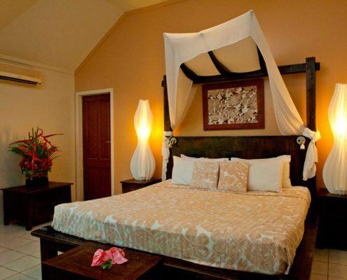 Crown Beach Resort, Cook Islands - Beachfront Villa Bedroom