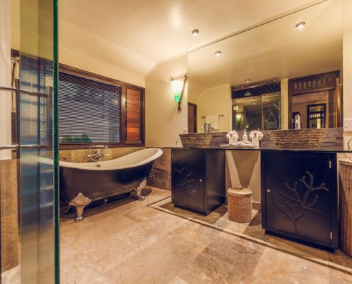 Crown Beach Resort, Cook Islands - Bathroom
