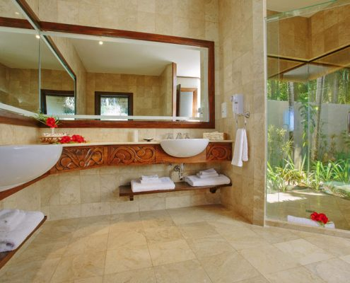Pacific Resort Aitutaki, Cook Islands - Ultimate Beachfront Villa Bathroom